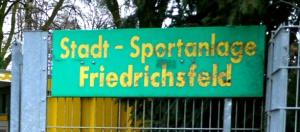 Sportplatz schild